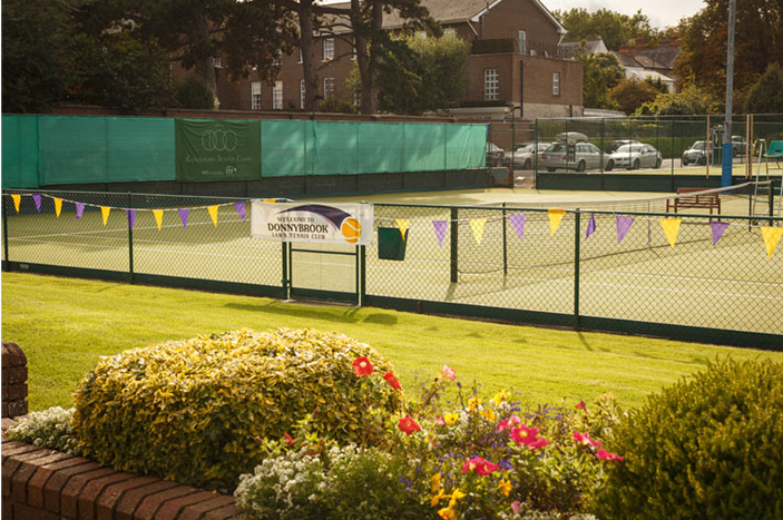 8 FLOODLIT COURTS